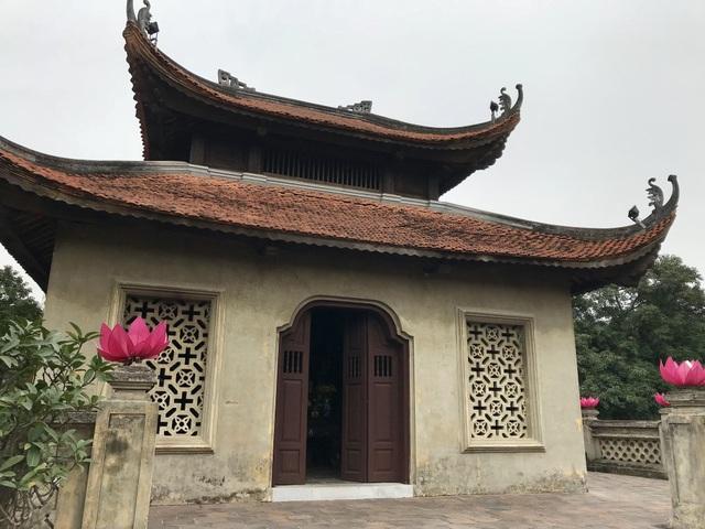 Hiện nay, lầu trên cổng thành mới được phục dựng một phần và được dành làm nơi thờ Khâm sai đại thần Nguyễn Tri Phương và Tổng đốc Hà Nội Hoàng Diệu. Cụ Hoàng Diệu đã tuẫn tiết tại Võ Miếu vào giờ Ngọ ngày 25 tháng 4 năm 1882 vì không giữ được thành trước sự tấn công của giặc Pháp. Di tích Võ Miếu đã bị giặc phá đi sau đó, nằm tại vị trí đầu phố Chu Văn An đối diện Bộ Ngoại giao ngày nay.
