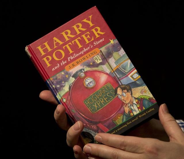 Ấn bản đầu tiên của loạt tiểu thuyết Harry Potter trị giá gần 1,3 tỷ đồng vừa bị đánh cắp tại Anh. (Nguồn: Mashable)