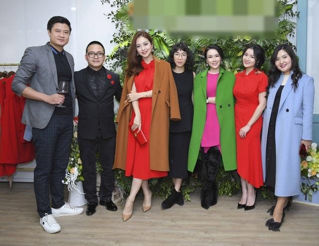 Chương trình có sự xuất hiện của: Ca sỹ Maya, NTK Đặng Hải Yến, DV Huỳnh Hồng Loan, Hoa hậu Ngọc Anh, diễn viên Mai Thanh Hà, Huỳnh Hồng Loan…