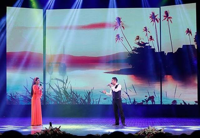 Ca sĩ Đăng Thuật, Lê Mận trình bày ca khúc Giận Mà Thương.