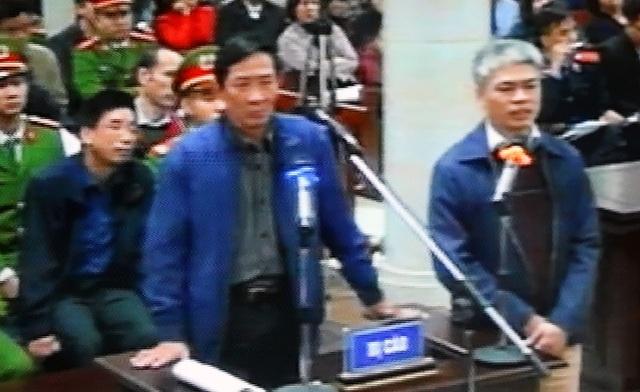 Bị cáo Vũ Hồng Chương (trái) đối chất lời khai với bị cáo Nguyễn Xuân Sơn.