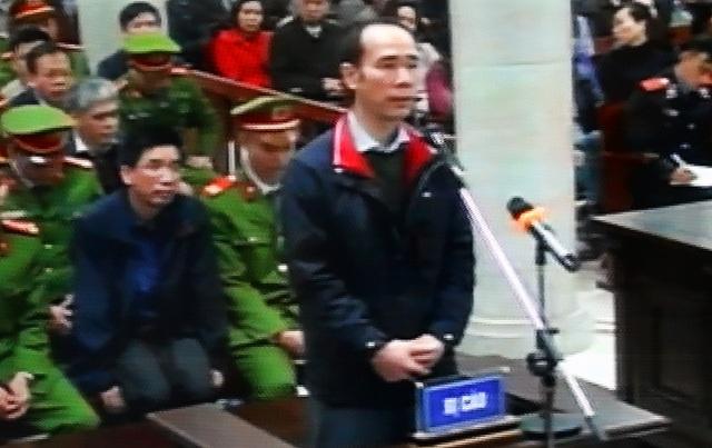 Bị cáo Vũ Đức Thuận trả lời thẩm vấn.