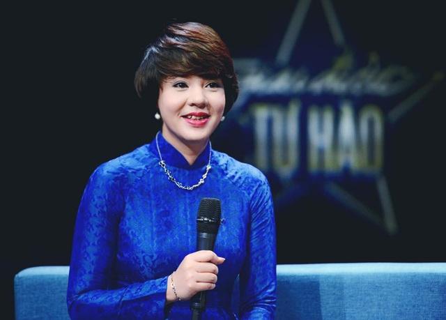 Dù đã đảm trách cương vị quản lí nhiều năm nhưng Diễm Quỳnh vẫn là một dẫn chương trình duyên dáng của Giai điệu tự hào.