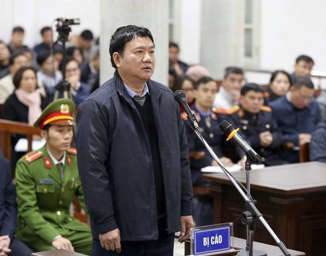 Ông Đinh La Thăng bị thuộc cấp Vũ Hồng Chương tố về việc biết rõ Hợp đồng số 33 là sai phạm nhưng vẫn yêu cầu chuyển tiền cho PVC.