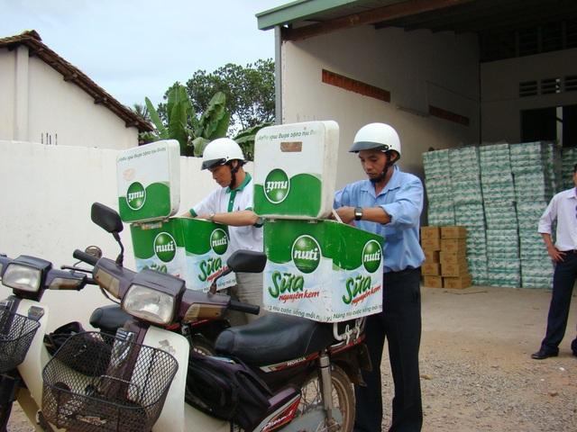 đội ngũ tiếp thị sữa về nông thôn của nutifood những ngày mới khởi nghiệp chưa lâu