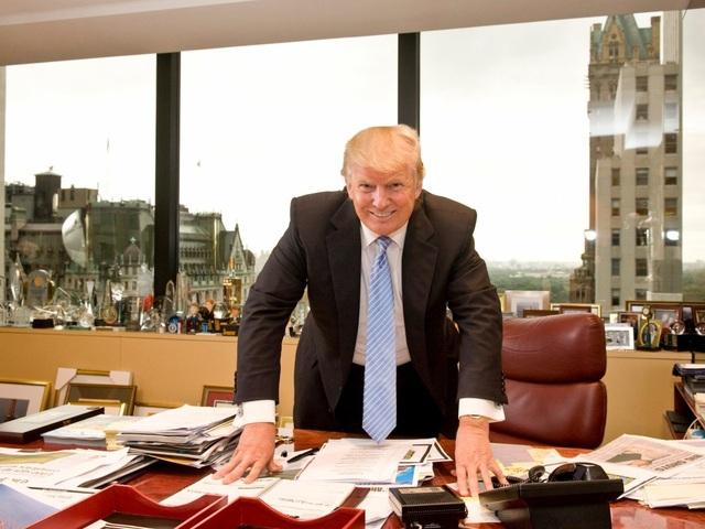 Bàn làm việc của ông Trump khi còn là tài phiệt bất động sản ở Tháp Trump. (Ảnh: Getty)