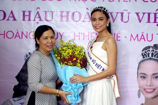 Top 3 người đẹp Hoàn vũ Việt Nam bật mí nhiều điều thú vị cùng độc giả Dân trí - 15