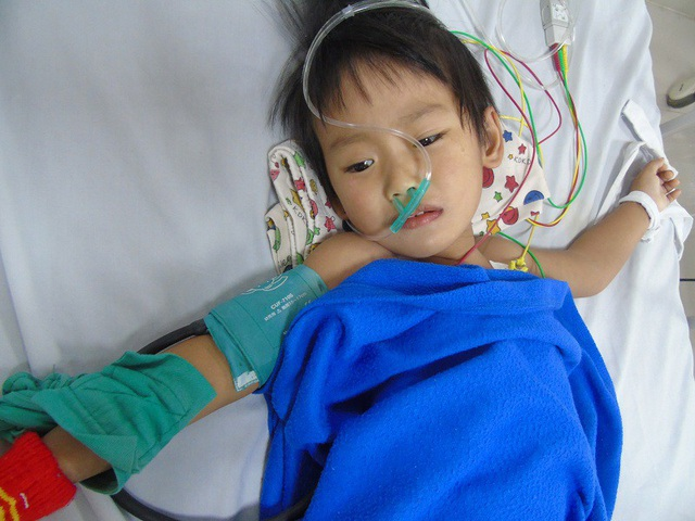 Không cha, chẳng mẹ lại bị bệnh tật hành hạ, Thanh Bình đang rất cần sự chung tay của những tấm lòng hảo tâm