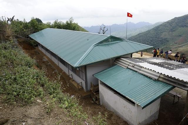 Công trình có tổng mức đầu tư 342 triệu đồng với 3 phòng học kèm hệ thống sân chơi, nhà vệ sinh, nhà bếp, hệ thống nước sạch