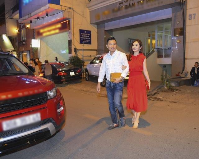 Bên cạnh đó, sự kiện còn có sự xuất hiện của Jennifer Phạm cùng ông xã.