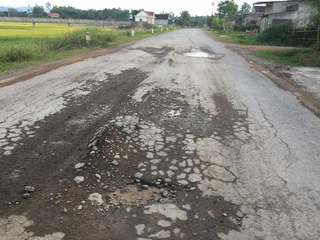 Một tuyến đường ở Nghệ An bị hư hỏng (ảnh: Nguyễn Duy)