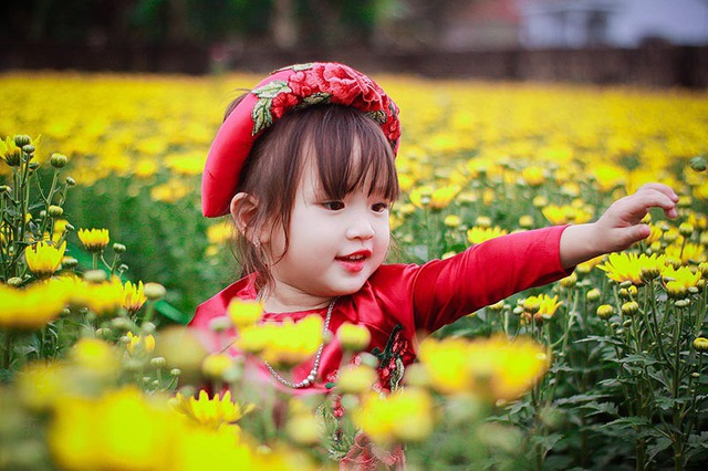 Bé Phạm Ngọc Khánh Huyền trong bộ ảnh kỷ niệm sinh nhật tròn 3 tuổi. Khánh Huyền gây ấn tượng bởi ánh mắt hồn nhiên, trong sáng, khuôn mặt bầu bĩnh vô cùng đáng yêu.