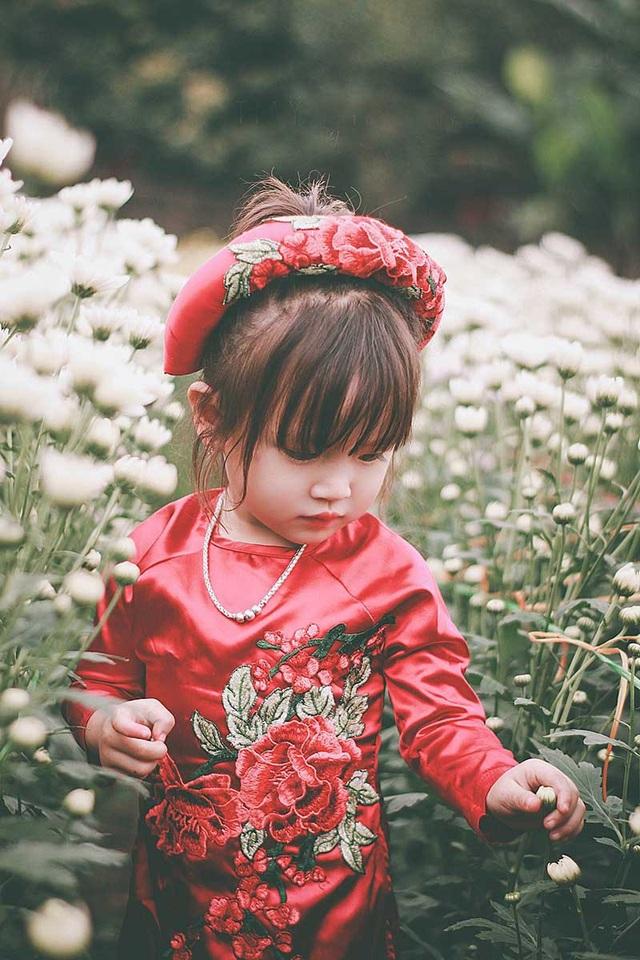 Bé luôn biết cách quan tâm theo cách của riêng mình đến những người xung quanh, nhìn nụ cười an nhiên của bé cũng đủ để những mỏi mệt, lo toan đời thường bỗng tan biến.