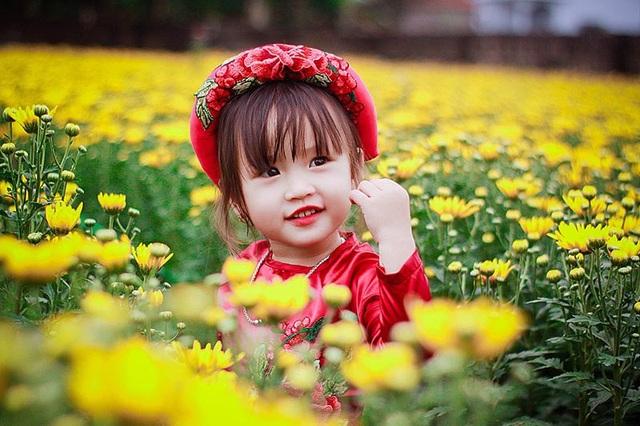Chị Đỗ Bích (mẹ bé) chia sẻ, chị thường để cho bé tự lập và làm theo những gì bé muốn, không hề ép buộc khi bé không thích nên bé luôn ngoan ngoãn và nghe lời người lớn.