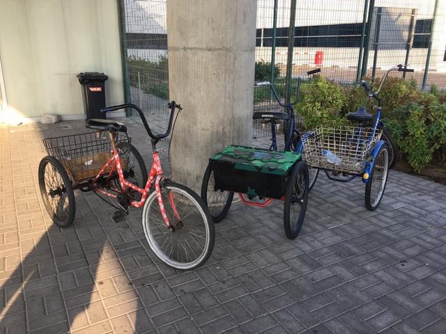 Để đi lại trong xưởng, các công nhân thường dùng xe đạp.