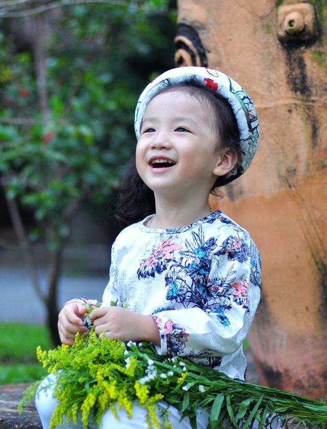 Nét cườibé gái 5 tuổi, nhìn không thể không yêu - 1