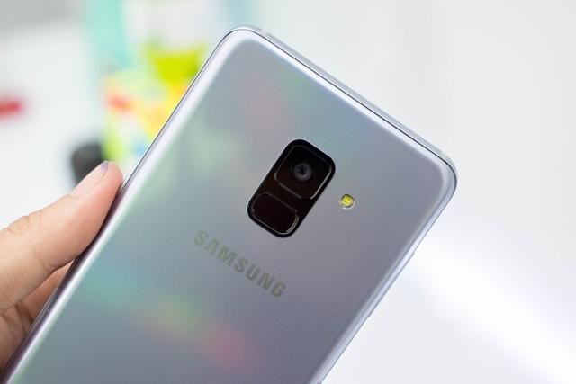 Đánh giá nhanh điện thoại Samsung Galaxy A8 (2018) - 2