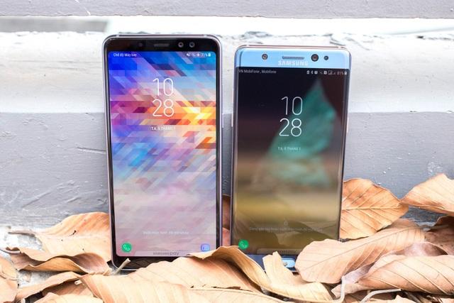 Galaxy A8+ (bên trái) và Galaxy Note FE (bên phải)