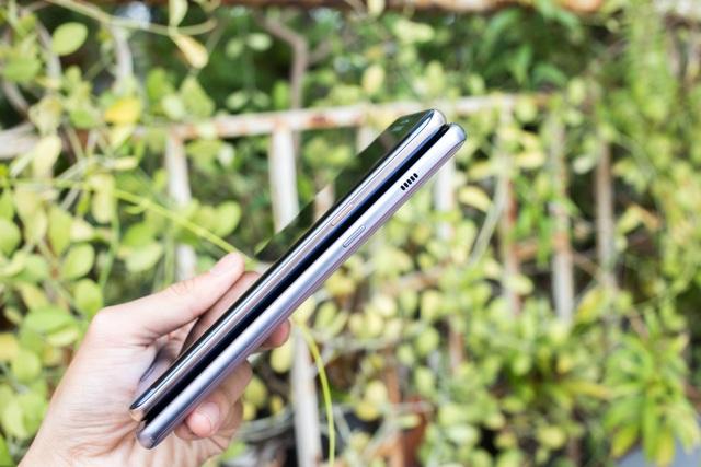 Galaxy Note FE phía trên, Galaxy A8+ phía dưới