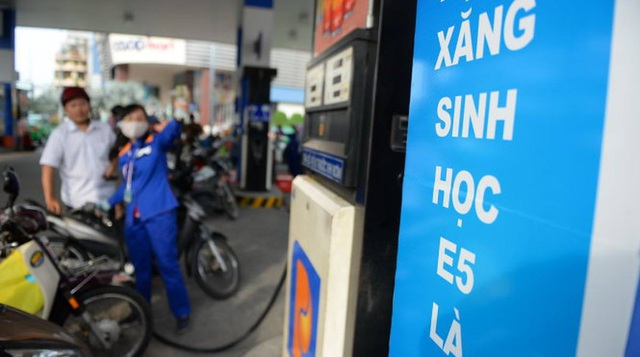 Phó Thủ tướng: Theo dõi lượng tiêu thụ 2 loại xăng để quyết việc công bố giá cơ sở - 1