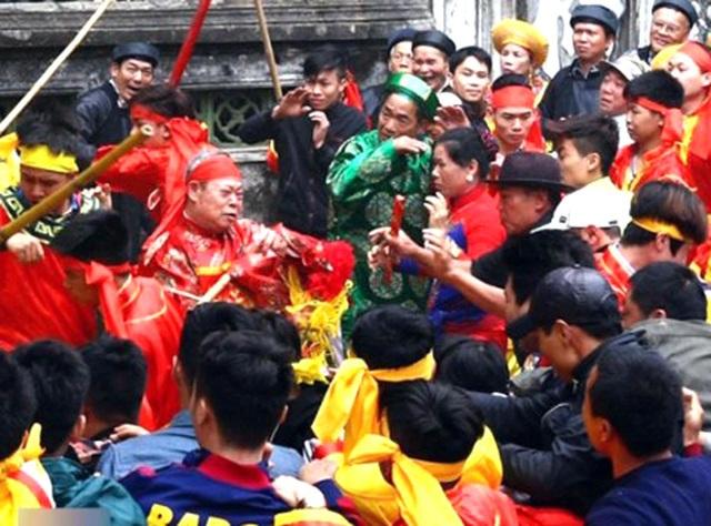 Phó Thủ tướng chỉ đạo cần loại bỏ hình ảnh bạo lực, phản cảm trong lễ hội.