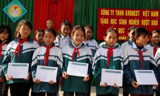 90 suất học bổng Grobest Việt Nam tiếp tục  đến với học sinh nghèo Xứ Nghệ - 2