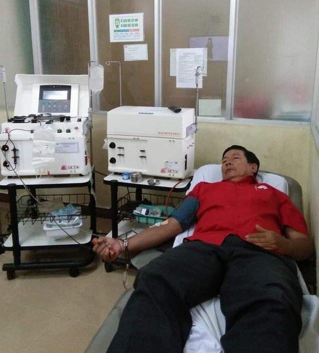 Ông Giao hiến máu cứu người tại bệnh viện Đa khoa Quảng Ngãi (Ảnh NVCC)