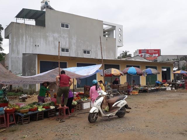 Một dãy kiot do người dân xây dựng nằm trong khu vực chợ Nghĩa Phương vừa hoàn thành