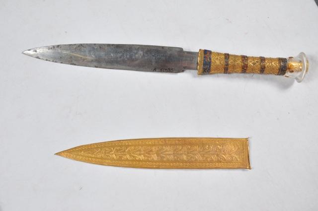 Con dao găm nổi tiếng của Pharaoh Tutankhamun được làm bằng sắt chiết xuất từ thiên thạch rơi xuống trái đất