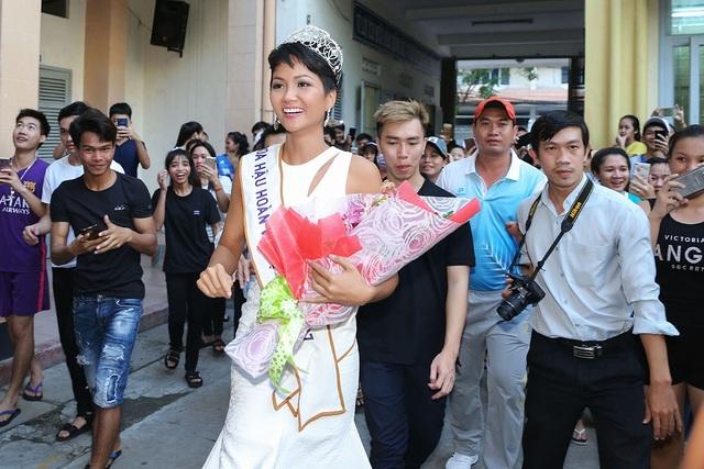 Tại đây, Hoa hậu H'Hen Niê đã được tiếp xúc với rất nhiều bạn trẻ dân tộc từ khắp nơi trên đất nước, từ đó nhen nhóm ước mơ được khám phá thế giới nhiều hơn, đánh dấu bước chuyển mình đầu tiên trong sự trưởng thành của cô gái người dân tộc.