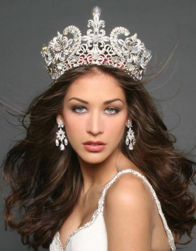Đức Bảo cũng sẽ có màn trò chuyện với giám khảo Dayana Mendoza (Hoa hậu Hoàn vũ Thế giới 2008).