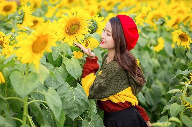 Nguyệt Hằng còn tâm sự thêm rằng ước mơ chính của cô là được làm đẹp cho mọi người, cô có niềm đam mê mãnh liệt với nghề trang điểm.