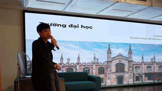 Diễn giả Hoàng Đức Long (Cố vấn học thuật và tư vấn chiến lược ứng tuyển học bổng tại Help Scholarships) chia sẻ tại buổi hội thảo.