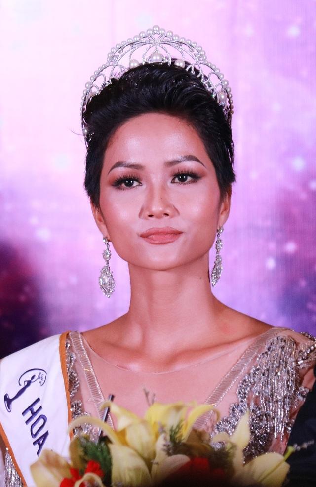 Chiến thắng của HHen Niê được xem là bất ngờ, tuy một số người cũng đánh giá cao H'Hen Nie nhưng chiến thắng của cô nằm ngoài dự đoán.