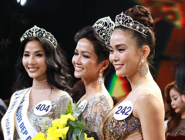 Giây phút đăng quang của top 3 Hoa hậu hoàn vũ