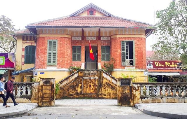 Ngôi biệt thự Pháp cổ kính ở số 26 Lê Lợi, TP Huế là trụ sở chính của Liên hiệp các Hội Văn học Nghệ thuật tỉnh Thừa Thiên Huế