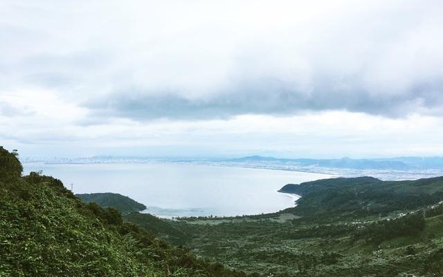 Một góc vịnh Đà Nẵng nhìn từ đèo Hải Vân