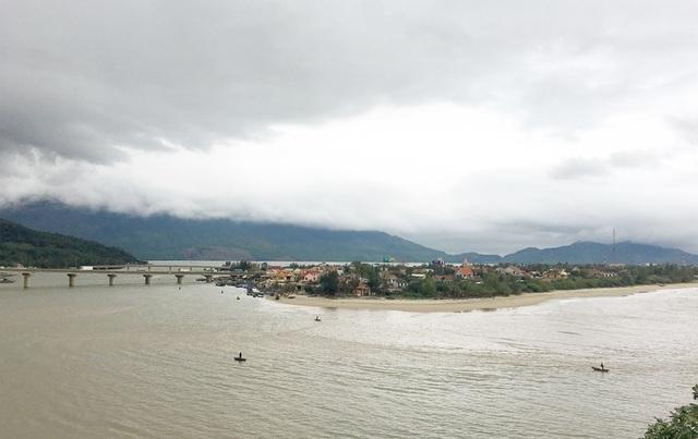 Những đập, vịnh, làng chài nhỏ dưới chân đèo phía Thừa Thiên Huế mang vẻ đẹp bình yên