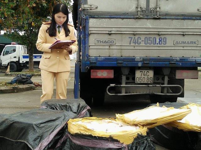 Lực lượng CSGT Thanh Hóa cũng phát hiện 200kg thịt lợn sữa không rõ nguồn gốc
