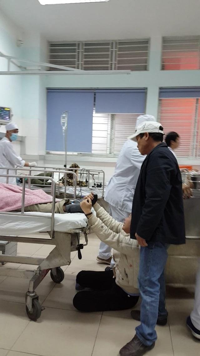 Người thân phát hiện nghi can chết trong tư thế treo cổ tại bệnh viện (ảnh CTV)