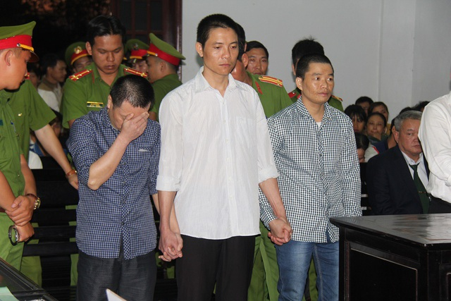 Bị cáo Hiến (che mặt) bị tuyên án tử hình.