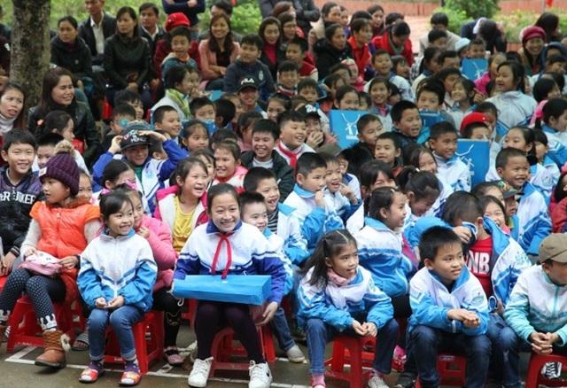 Học sinh Yên Định tham gia buổi lễ trao Tủ sách Lam Sơn