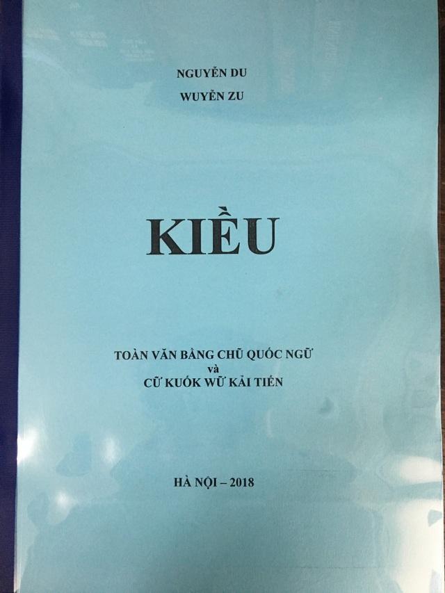 """Truyện Kiều được PGS Bùi Hiền chuyển sang """"Tiếq Việt""""."""