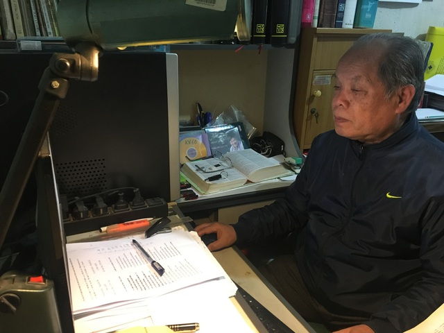 """PGS Bùi Hiền đọc trích đoạn Truyện Kiều bằng ngôn ngữ """"Tiếq Việt"""" do ông cải tiến."""