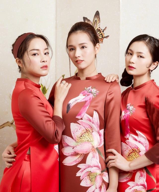 Mới đây, Lã Thanh Huyền cùng những người bạn như: Diệu Hương, Minh Hương, Vân Hugo... thực hiện bộ ảnh với những tà áo dài cách tân hết sức duyên dáng.