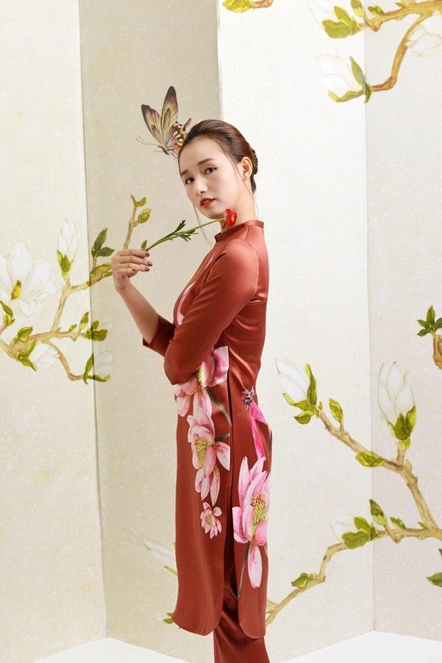 Cuộc sống gia đình viên mãn, nghề nghiệp thăng hoa khiến cho Lã Thanh Huyền ngày càng xinh đẹp và đằm thắm. Nhan sắc của gái một con trông mòn con mắt khiến Lã Thanh Huyền luôn xuất hiện với vai trò nàng thơ trong các bộ ảnh thời trang.