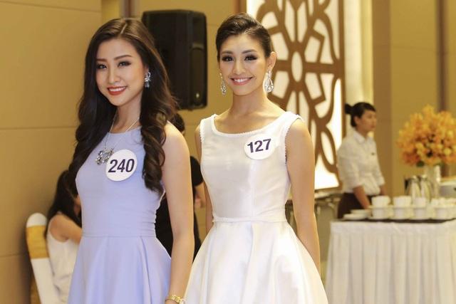 Thí sinh Nguyễn Phương Hoa cùng Lê Thanh Tú mặc trang phục váy xòe đơn giản nhưng không kém phần xinh đẹp. Cả hai cũng chia sẻ về việc hình ảnh bikini bị chê xấu do thừa cân khiến các cô bị sốc.