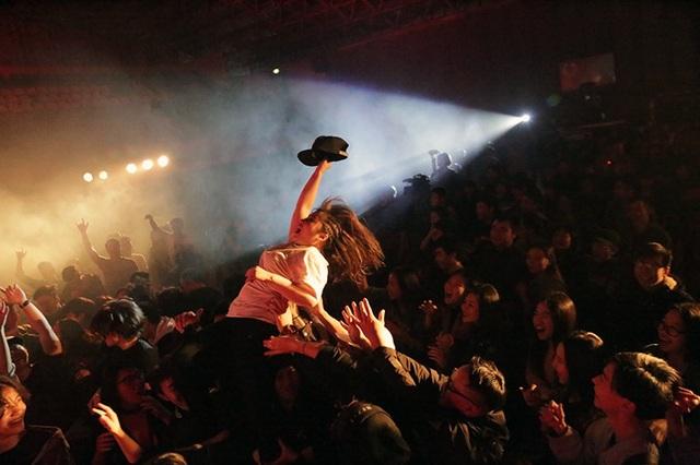 Những cô gái cá tính hòa mình vào giai điệu rock sôi động
