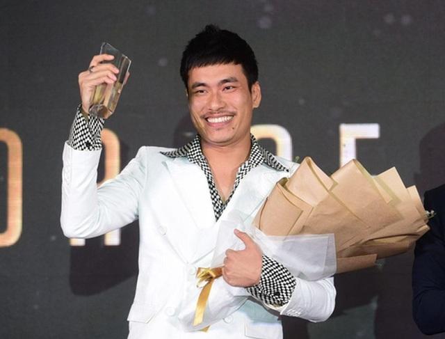 """Diễn viên Kiều Minh Tuấn sau thành công đột phá của """"Em chưa 18"""" đã mang đến cho giải """"Actor of the year - Diễn viên của năm""""."""