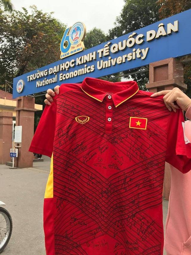 """Chiến thắng U23 Việt Nam: Sinh viên Kinh tế quốc dân """"quây"""" hiệu trưởng ăn mừng - 4"""